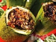 Рецепта Вкусни пълнени тиквички с кайма, ориз и гъби на фурна
